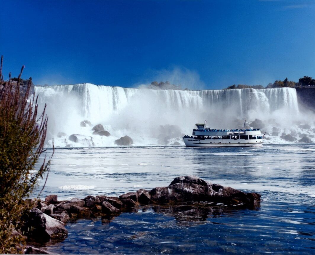 Picture of The Maid of the Mist in front of Niagra Falls.