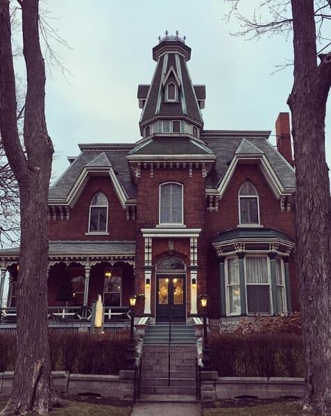 Haunted Hotels in Ontario.